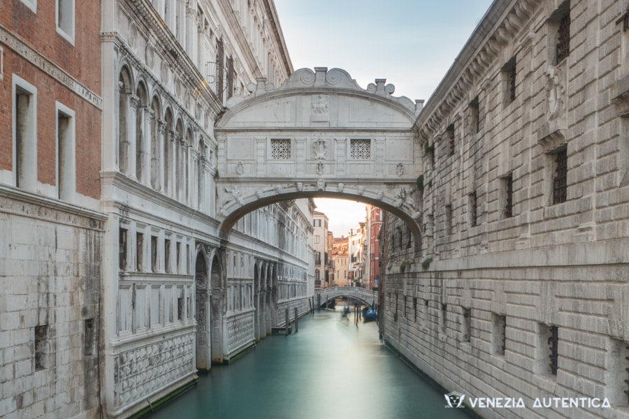 Bridge of sighs in Venice, Italy, without boats on the canal undeneath it.