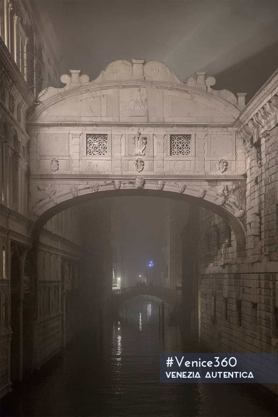 The Bridge of Sighs in Venice is often seen as a symbol of love by couples. Quite the oppiste the sighs on this beautiful bridge were of sorrow: it was the last occasion for detainees to see the light before being locked up in prison forever.