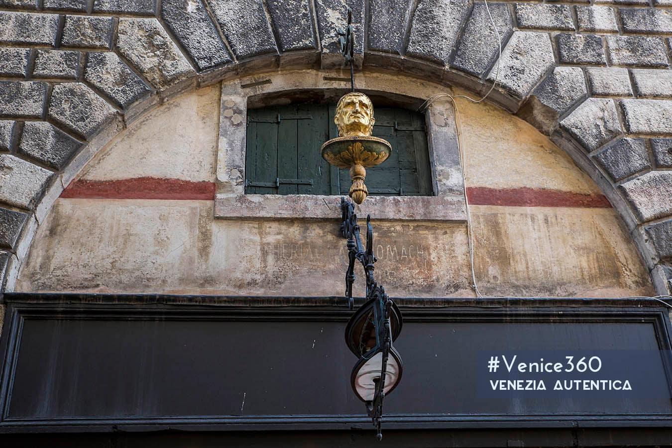 The Testa d'Oro in Venice, close to the Rialto bridge. It worked as the ensign of the most famous spicery of Venice for 240 years.