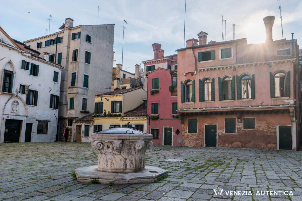 These might be the most common childhood memories of Venetian kids. Since generations. - Venezia Autentica | Discover and Support the Authentic Venice - Ever wondered how growing up in Venice was? Here's a peek into Venetian children's playtime!