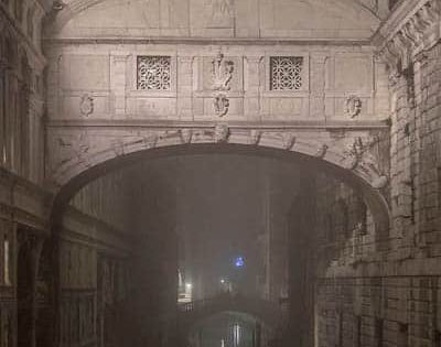 What sighs was the Bridge of Sighs in Venice really about? - bridge of sighs - Venezia Autentica | Discover and Support the Authentic Venice - The XIXth century has seen the frequency and hight of the aqua alta increase significantly, to reach a record the 4th of November, 1966 : +194 cm. A date...