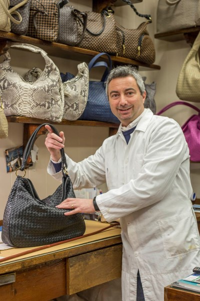 Ruggero De Zorzi, Leather Artisan - Venezia Autentica | Discover and Support the Authentic Venice - In the family shop opened by his father in 1965, Ruggero continues to craft, innovate, and guarantee the excellence of made in Italy leather bags.