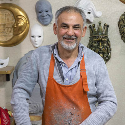 Casanova Masks - Venezia Autentica | Discover and Support the Authentic Venice - Specialised in the Commedia dell'Arte masks, Rzgar's crafts boast fabulous venetian colours and beautiful decorations that benefit from his experience as a calligrapher.