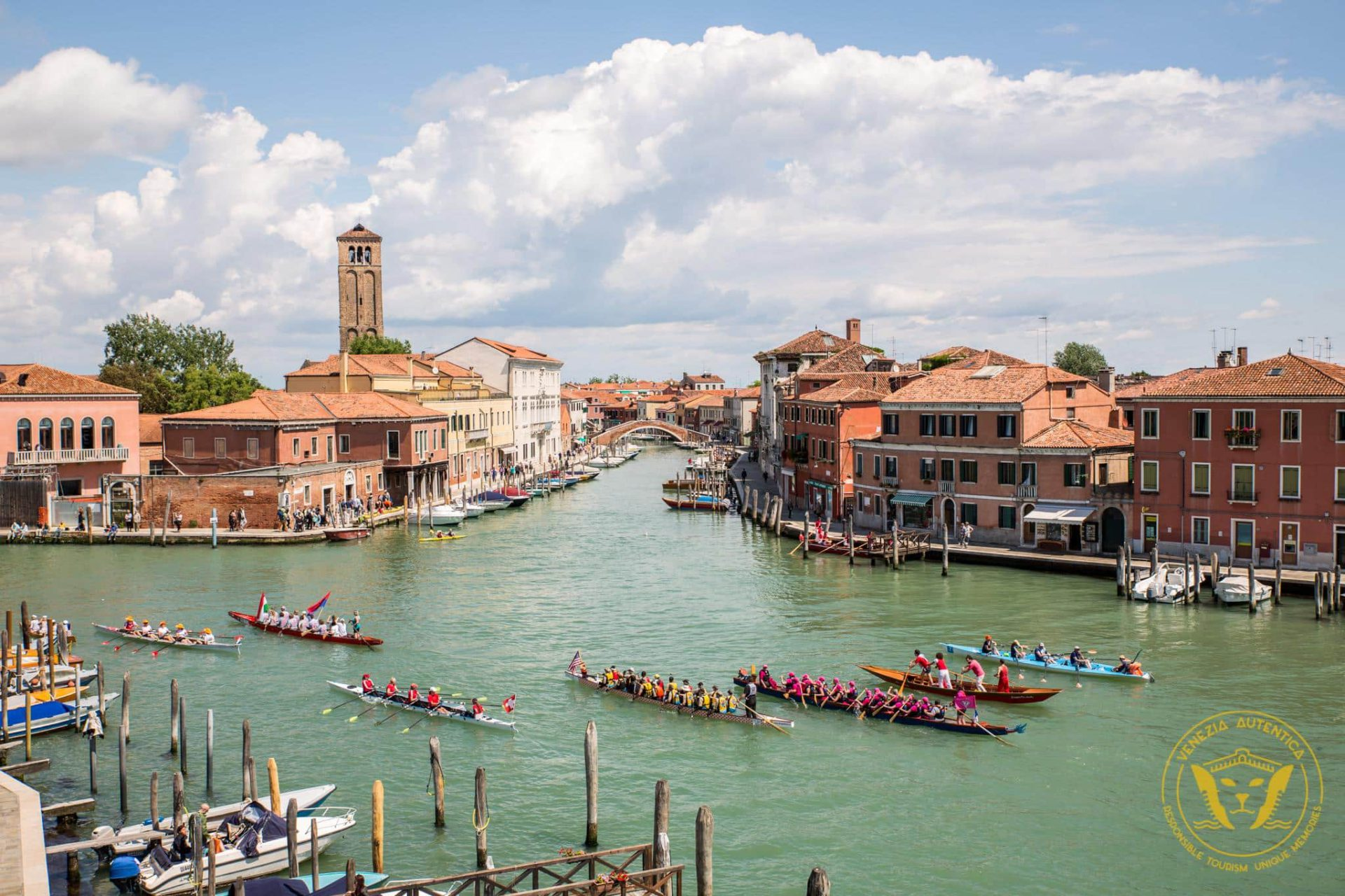 From a local event to an international rowing appointment in Venice, Italy: La Vogalonga [VIDEO+PHOTO] - Venezia Autentica | Discover and Support the Authentic Venice - The Vogalonga is a non competitive 30km race across Venice canals and its lagoon. The first edition in 1975 aimed at bringing back the use of rowing boats