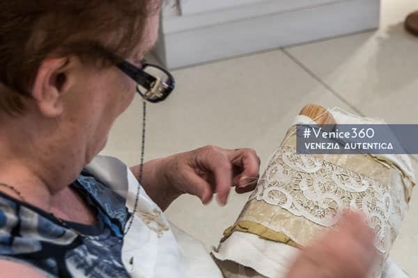 Martina Vidal Venezia - Venezia Autentica | Discover and Support the Authentic Venice - Martina Vidal's atelier, in the Palazzo dei Pittori in Burano, offers the finest table cloths, table covers, centerpieces, collars, linen, handkerchiefs, fans, wedding veils made in Burano lace