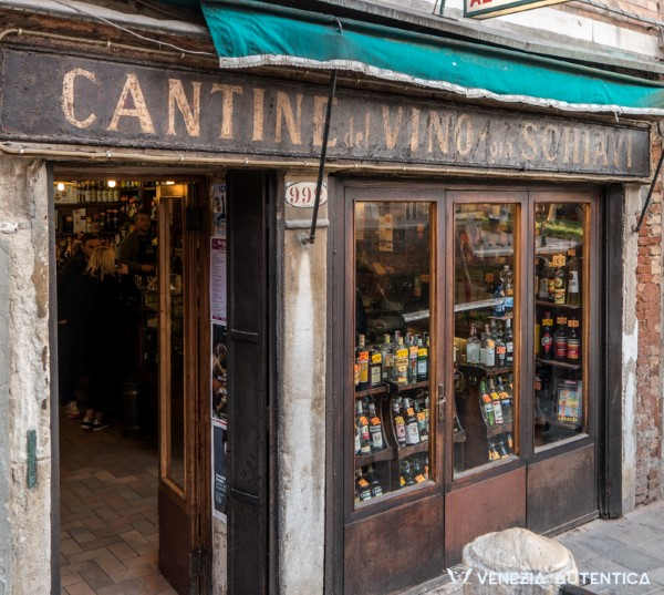 Cantine del Vino già Schiavi - Venezia Autentica | Discover and Support the Authentic Venice - Traditional bacaro looks, great selection of cichetti and wines and beautiful position make this a favorite of the locals in the Dorsoduro district.