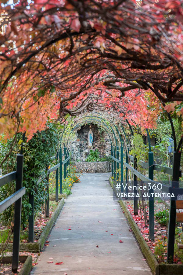 The unsuspected story of a Secret Garden in Venice - Venezia Autentica | Discover and Support the Authentic Venice - The garden of Ca' Morosini is now taken care of by Dominican nuns, but in the past this marvellous place in the heart of Venice had disappeared for almost 200 years!