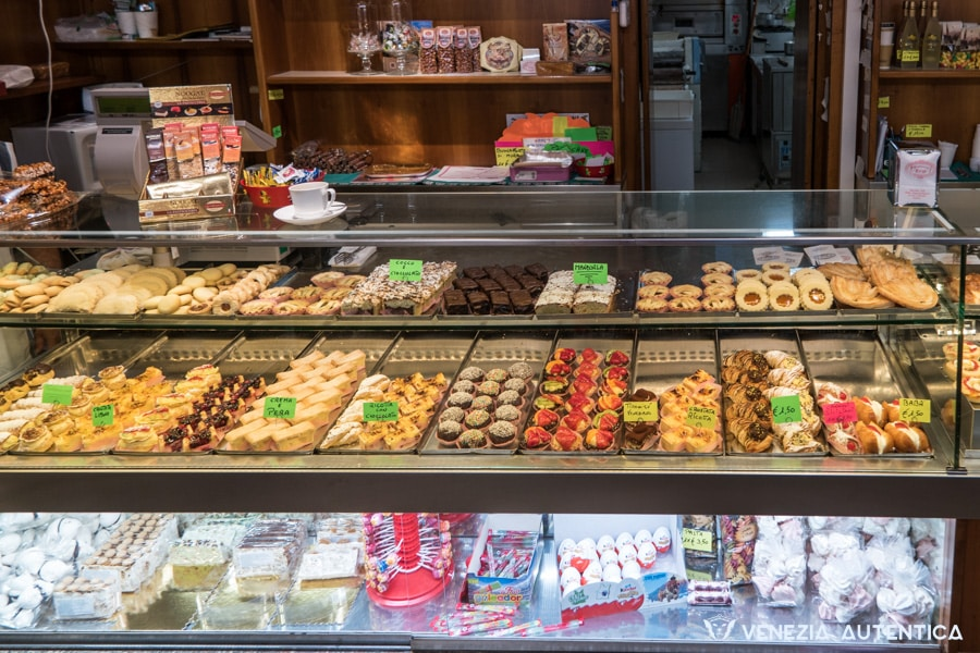 """""""Targa"""" in Venice is known and loved by the locals in the district of San Polo for its great variety of delicious artisanal pastries and the very friendly staff."""