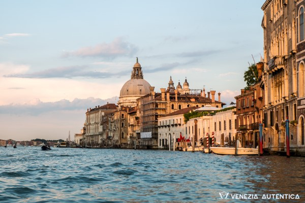 Why tourism in Venice is doing more harm than good and what we can do about it - Venezia Autentica | Discover and Support the Authentic Venice - In Venice, tourism is not sustainable. What does it mean? We explain the impact of the travel industry on Venic and why a more sustainable tourism can help saving Venice