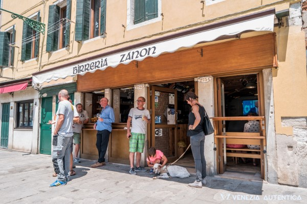 The Irish Pub - Venezia Autentica | Discover and Support the Authentic Venice - Beers, sandwiches, music, TVs, and sports, also Venice has its Irish Pub!