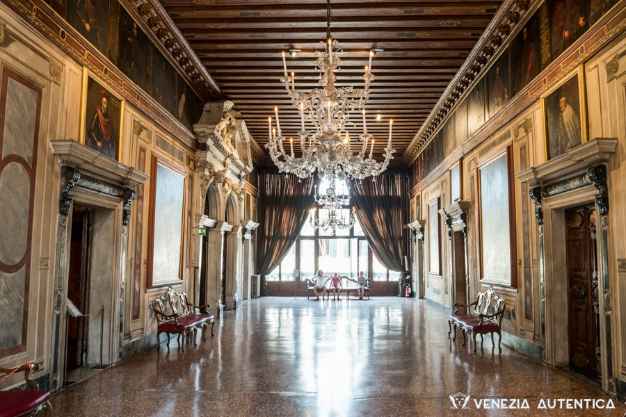 Palazzo Mocenigo Museum - Venezia Autentica | Discover and Support the Authentic Venice - Palazzo Mocenigo has been home to the San Stae branch of the influencial and powerful Mocenigo family, one of the most influencial families in Venice, 7 members of which became Doges between 1414 and 1778. A large building of gothic origins, the Palazzo Mocenigo was rebuilt and drastically changed in the XVII Century, giving it its current aspect.