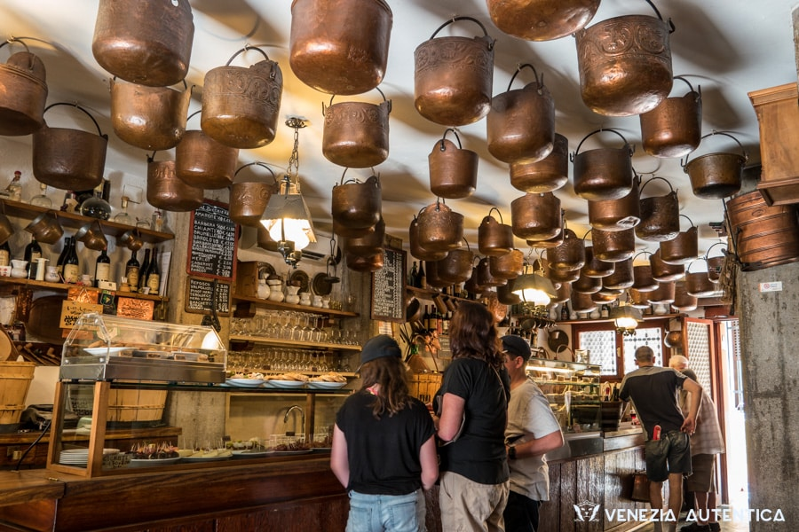 Cantina Do Mori in Venice in the San Polo district, is a beautiful and good bacaro, and the oldest one in Venice