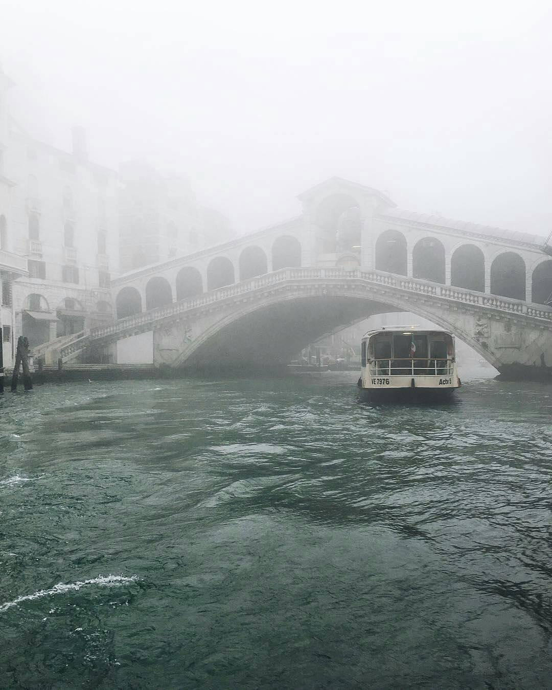 "Fog can be ""seen"" in Venice as here in front of the Rialto bridge. Pollution and especially small particles cannot be seen but they can be measured. The effects of the pollution will be felt in all their violence on our health in the coming years."
