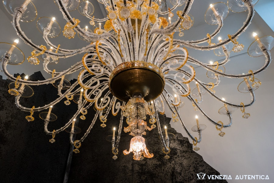 Great Murano Glass chandelier in gold and amber