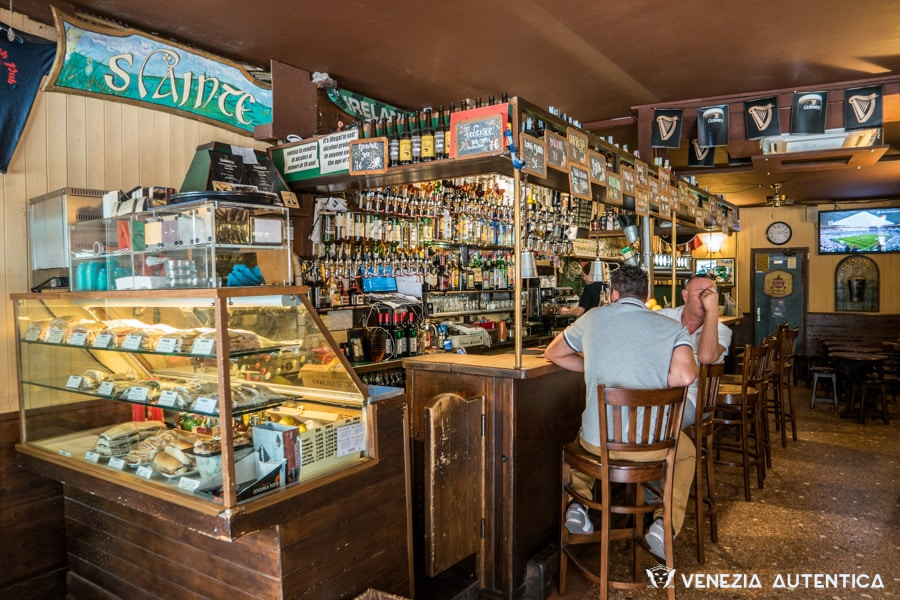 "The ""Irish Pub"" in Venice has everything you'd expect a true irish pub to have: beers, sports channels and a chilled atmosphere where you'll enjoy hanging out."