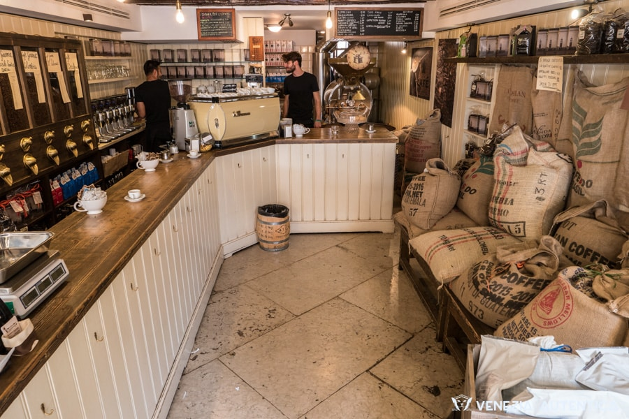 Torrefazione Cannaregio, in Venice, locally roasts coffee beans to offer its customers the best coffee