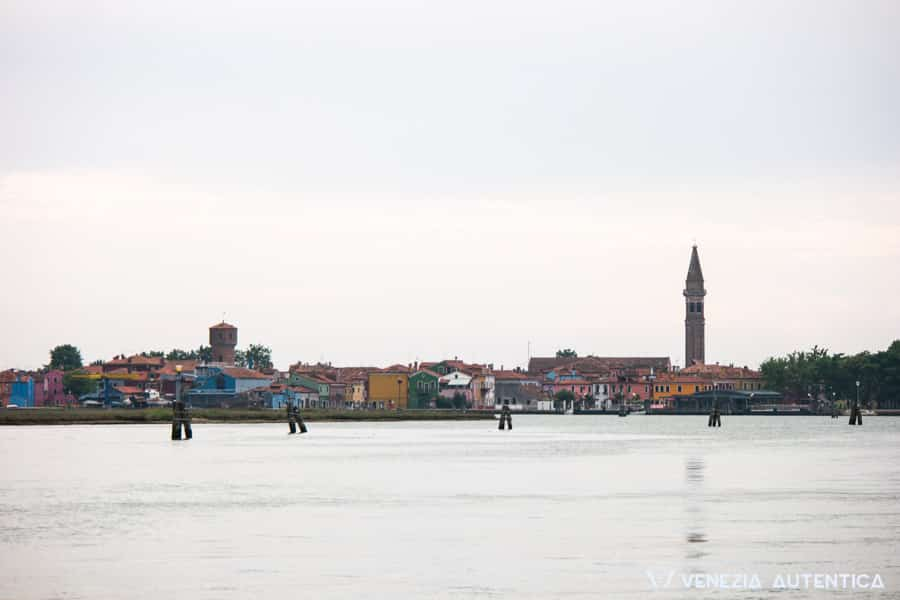 Event: Burano Regatta 2016 - Venezia Autentica | Discover and Support the Authentic Venice - This official venetian rowing regatta starts and finishes in Burano, while passing in front of Torcello.