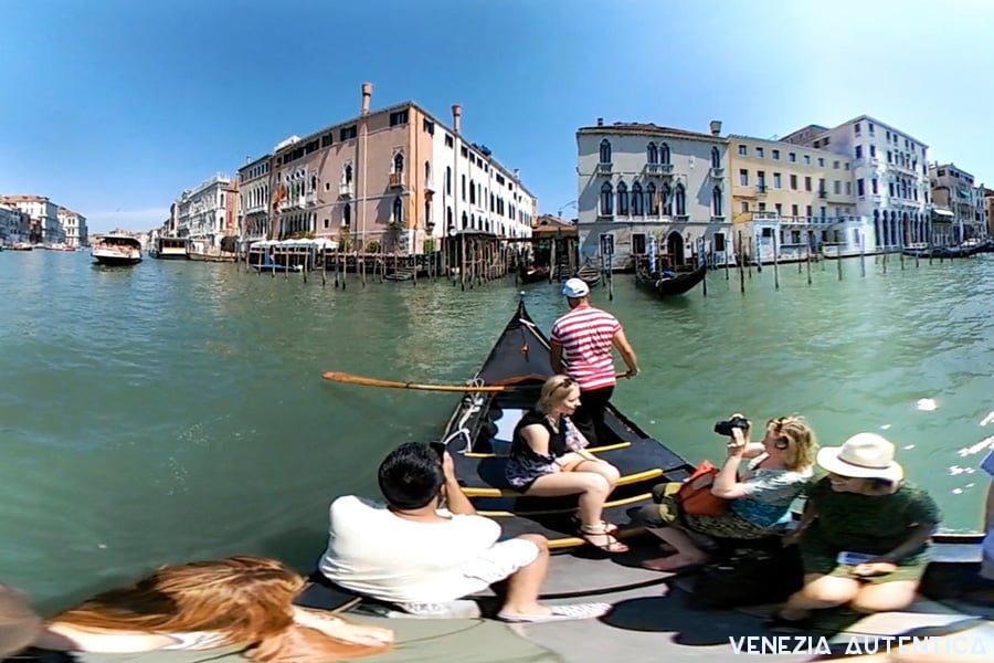 Virtual Reality Gondola Crossing on the Grand Canal in Venice, Italy