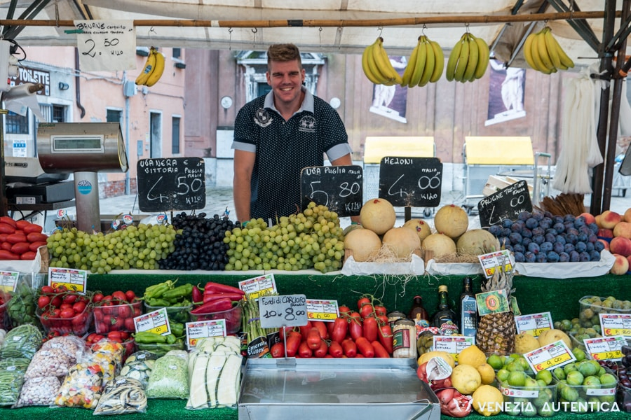 Marco & Nicolò fruits and vegetables - Venezia Autentica | Discover and Support the Authentic Venice - If you're in the Cannaregio area, looking for great raw materials and you desire to support a Venetian family business, check out Marco&Nicolo's stand and shop!