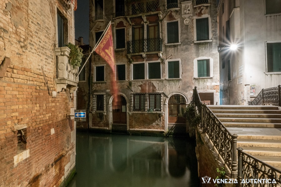 Ponte del Cristo in Venice at night, in the district of Castello