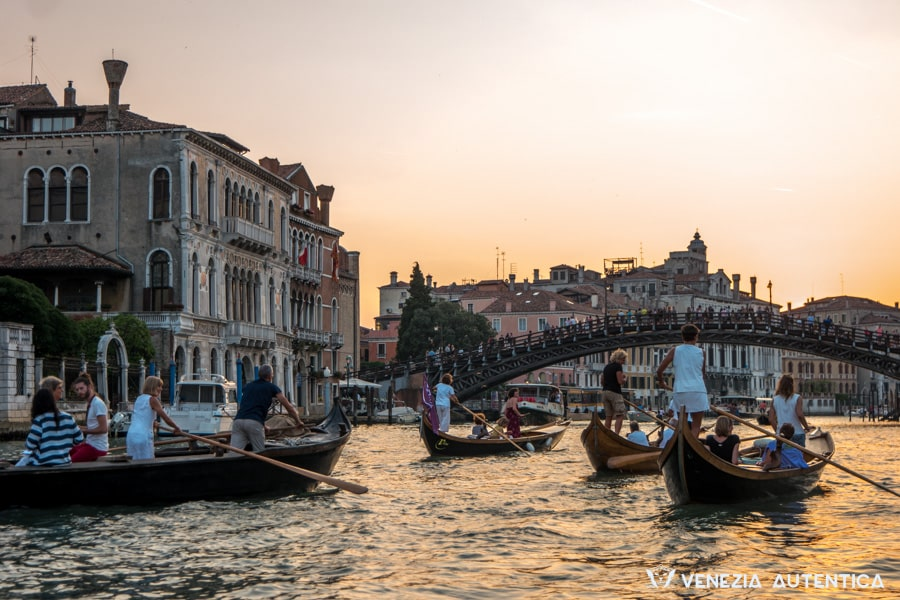Event: Last Fresco of the season - Venezia Autentica   Discover and Support the Authentic Venice - An evening on rowing boats along the Grand Canal with live music performances.