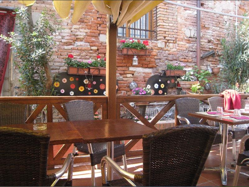 Inside courtyard of the Pizzeria Ristorante Al Profeta