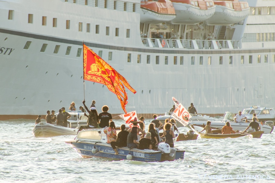 The day over 1000 Venetians united to say 'NO' to cruise Ships in Venice - Venezia Autentica | Discover and Support the Authentic Venice - Sunday 25th, 2016, venetians demonstrated their opposition to the cruise ships and their love for Venice in a peaceful, festive protest