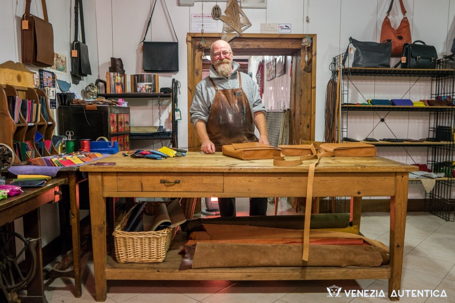 "The leather artisan Toni Peressin at the ""Il Grifone"" shop, in Venice (Italy) crafts bags and handbags with a sleek design and fine details, that are at the same time durable and sturdy."