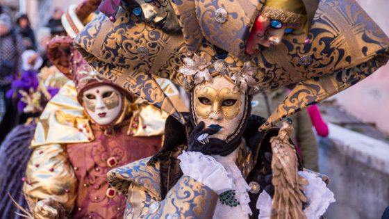 Admire the masks and costumes of the most famous Venetian festival, the Venice Carnival - Venezia Autentica | Discover and Support the Authentic Venice - Venice in the snow is just magic