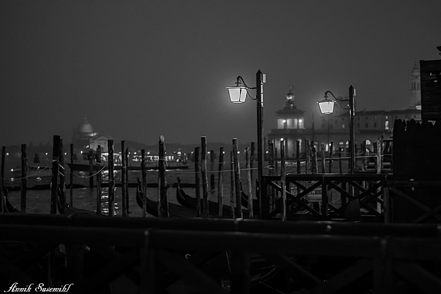 Venice in Black and White by Annik Susemihl [Photo Gallery] - Venezia Autentica | Discover and Support the Authentic Venice - The photos shot by Annik Susemihl, a passionate Venice lover, reveal the city in all its beauty and elegance, dressed up only in black and white. Annik's