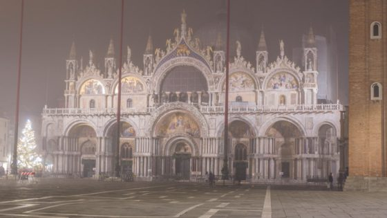 Venice in the fog might be one of the most beautiful things you'll ever see [VIDEO] - Venezia Autentica | Discover and Support the Authentic Venice - Shot mi-december on one of the beautiful winter evenings, this short film takes you on a slow walk around Venice in the pursuit of the sunset