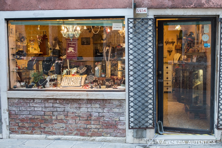 Venezia Autentica Friends' Local Businesses - Venezia Autentica | Discover and Support the Authentic Venice - Important: Only the local businesses part of this list and displaying our logo on their window or door grant a discount to Venezia Autentica Friends'.  Not