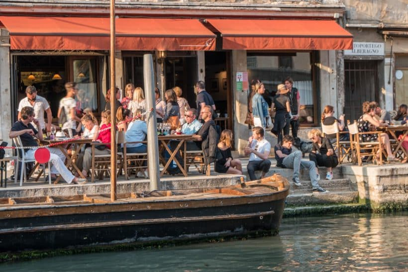 After this story you might no longer want to walk alone in Venice - Venezia Autentica | Discover and Support the Authentic Venice - It was 3:30 pm in the district of Cannaregio, when passers-by heard a woman crying and screaming. No one stopped, thinking it was just lovers arguing...