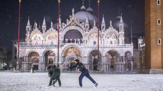 IN PICTURES: The stunning beauty of Venice covered in snow - Snow in Venice - Venezia Autentica | Discover and Support the Authentic Venice - We'd be surprise if these quotes about Venice do not ring a bell in you.
