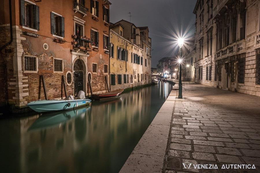 Night photograph in Venice shot on a fondamenta