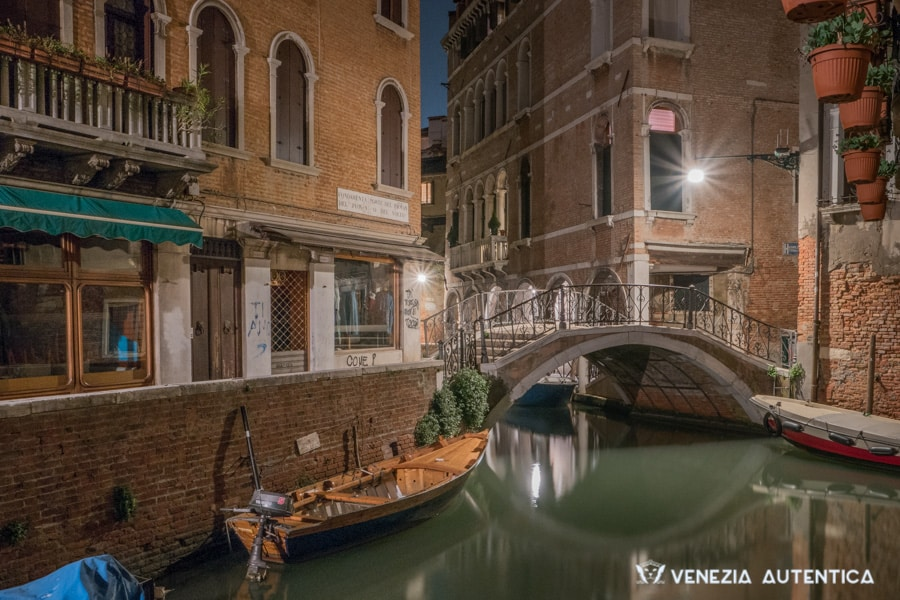 The quiet of Venice in the heart of the night