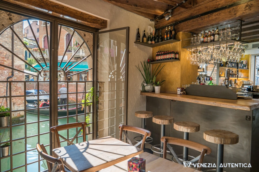 "El Magazen Ristobacaro Restaurant and Wine bar - Venezia Autentica | Discover and Support the Authentic Venice - El Magazen not only offers mainly Venetian food, with delicious cichetti, fish, risotti and dishes of the Venetian tradition, it also focuses on ""local"" the furniture."