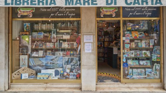 Mare di Carta Libreria - Venezia Autentica | Discover and Support the Authentic Venice - Last master in Venice of the ancient leaded glass technique, Marco's artistic screen doors and jewels stand out for their beauty and uniqueness.