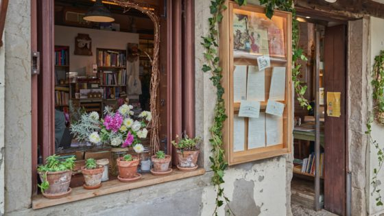 Sulla Luna, intimate cafe and library in Venice - Venezia Autentica | Discover and Support the Authentic Venice - Arianna's artisanal prints create unique memories of Venice while making you discover ancient techniques dating back to the time of the Serenissima.