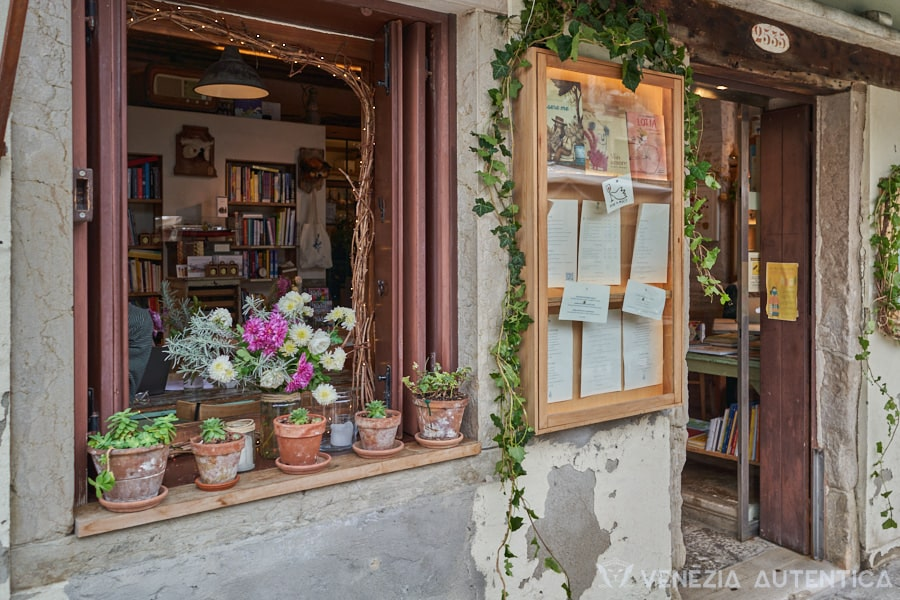 Sulla Luna, intimate cafe and library in Venice - Venezia Autentica | Discover and Support the Authentic Venice -