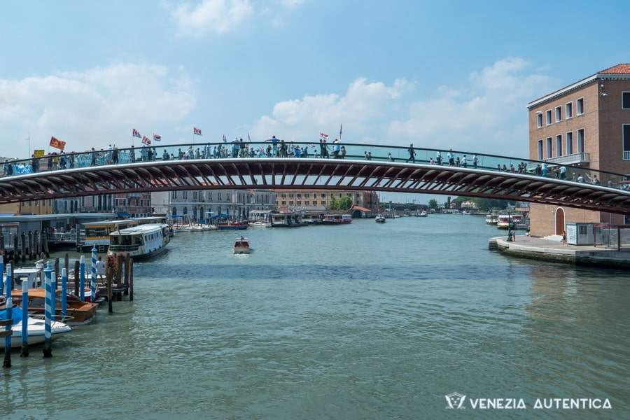 Venice airport: 7 ways to reach the city [The Definitive Guide] - Venice airport - Venezia Autentica | Discover and Support the Authentic Venice - Venice Airport: everything you need to know when flying to or from Venice, Italy. Answers questions such as: What is VCE? What is the best Venice airport? How to reach Venice?