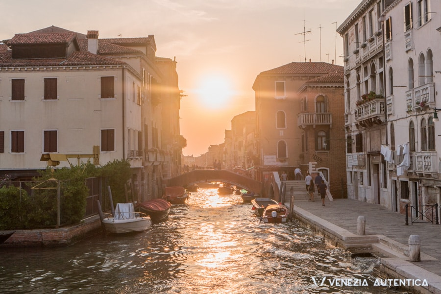 Wondering how the weather in Venice, Italy, is? We've got you covered [IN DEPTH] - venice weather - Venezia Autentica | Discover and Support the Authentic Venice - How is the weather in Venice, Italy? Everything you need to know to decide when to come: 7 days forecast, Venice weather across months, seasons, and more.