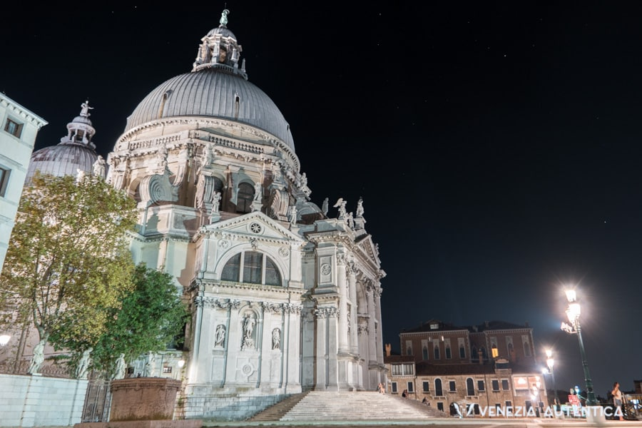 The basilica di Santa Maria della Salute in Venice is a known landmark and is commonly used as a reference for walking around the city