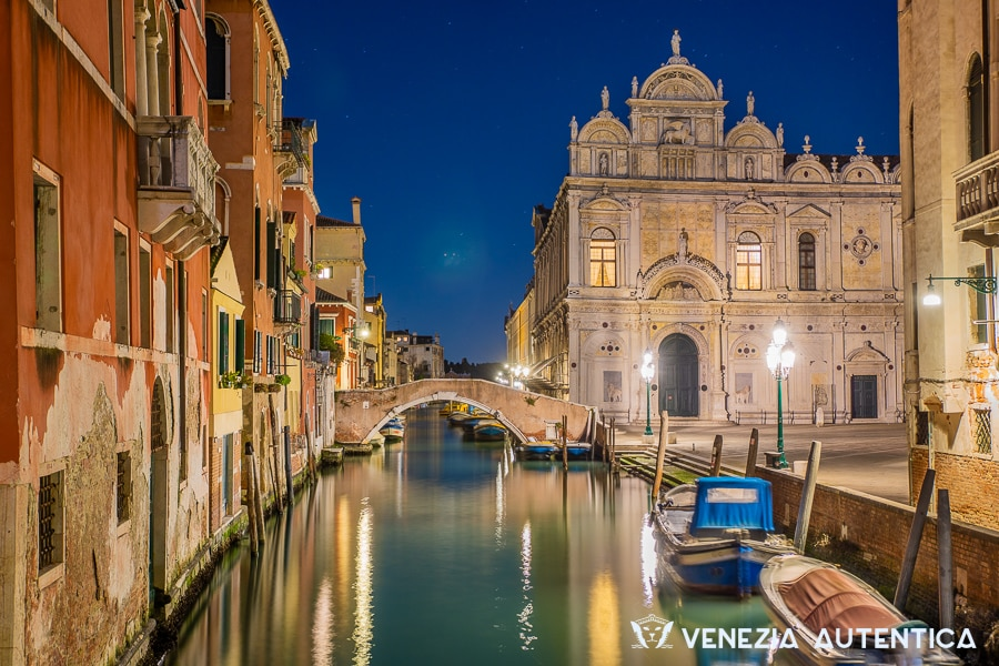Venice photos - 60+ stunning pictures that prove one image is worth a thousand words - venice photos - Venezia Autentica | Discover and Support the Authentic Venice - 60+ stunning Venice photos to take you on a journey through Venice's most beautiful corners, landmarks, and canals. Every image is worth a thousand words!