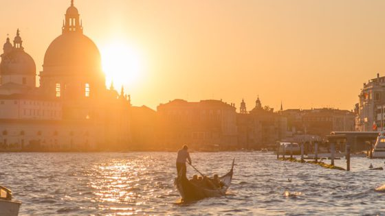 Venice photos - 60+ pictures that prove one image is worth a thousand words - venice photos - Venezia Autentica | Discover and Support the Authentic Venice - Venice with its canals, its boats, its bridges and little shops. Venice, the beautiful pedestrian only city... oh wait a minute! How do you get here?!