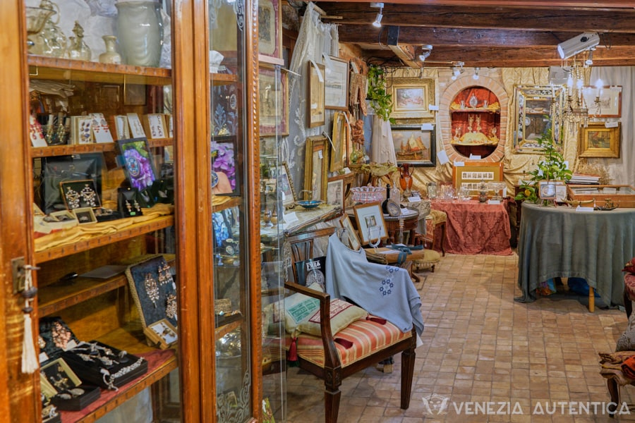 Antichita al Ghetto, Antiques Shop - Venezia Autentica | Discover and Support the Authentic Venice -