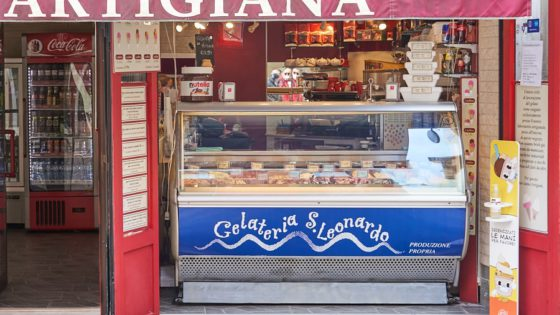 Gelateria San Leonardo, delicious artisanal gelato - Venezia Autentica | Discover and Support the Authentic Venice - The XV century Ca d'Oro Palace, hosts the Baron Franchetti collection: paintings of the Venetians, Tuscan and Flemmish school, as well as artifacts dating as far back as the XII century