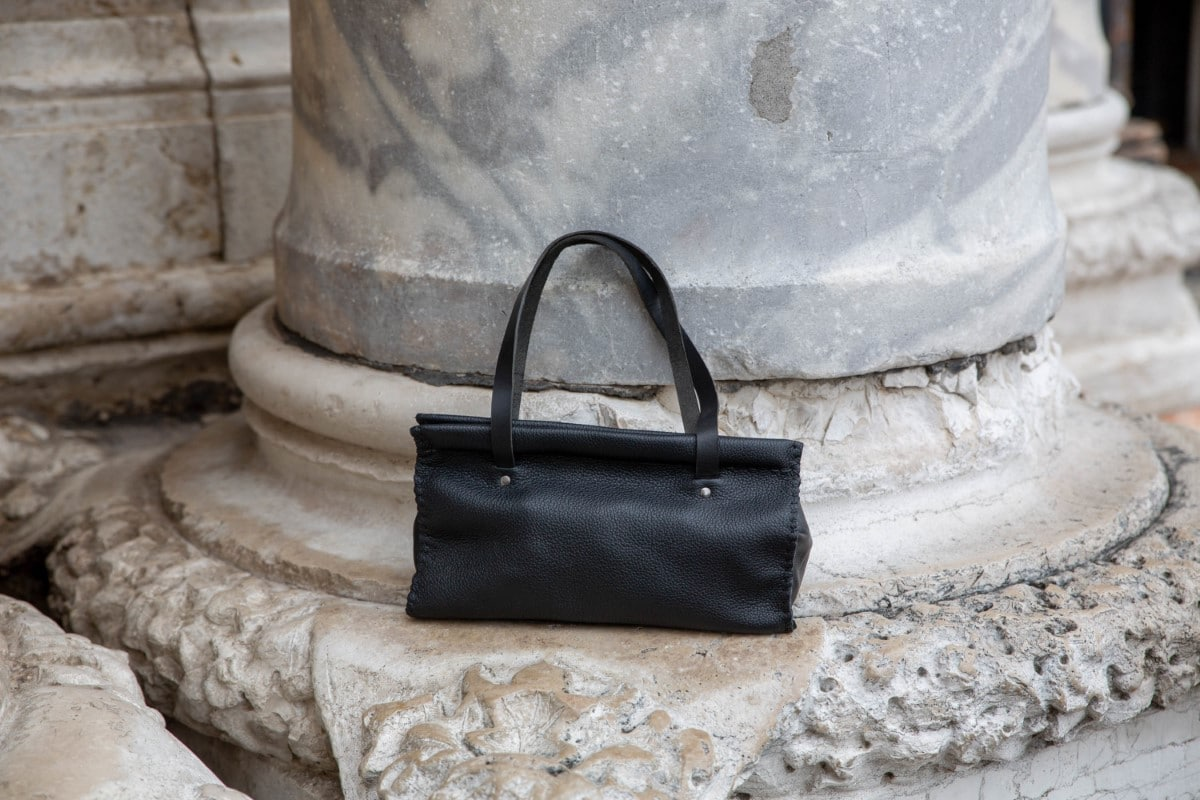 Elegant black triangle purse Shop by Venezia Autentica - Shop by Venezia Autentica - Elegant handmade leather purse entirely handstitched by a master artisan in Venice, Italy. Every purse is unique, high-quality, and customizable!