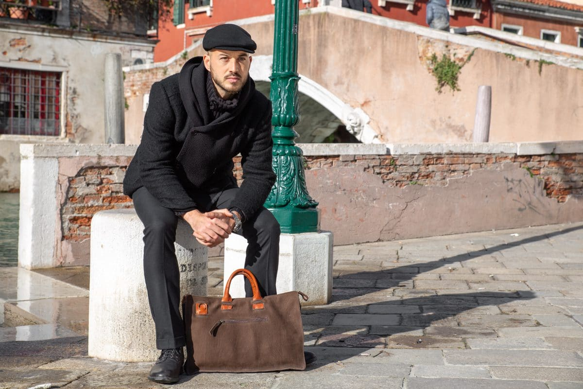 Man Leather Laptop Bag Shop by Venezia Autentica - Shop by Venezia Autentica - Premium laptop bag for men, handmade in Italy, by a master artisan. This handstitched bag is unique, customizable, and made with high-quality Italian leather